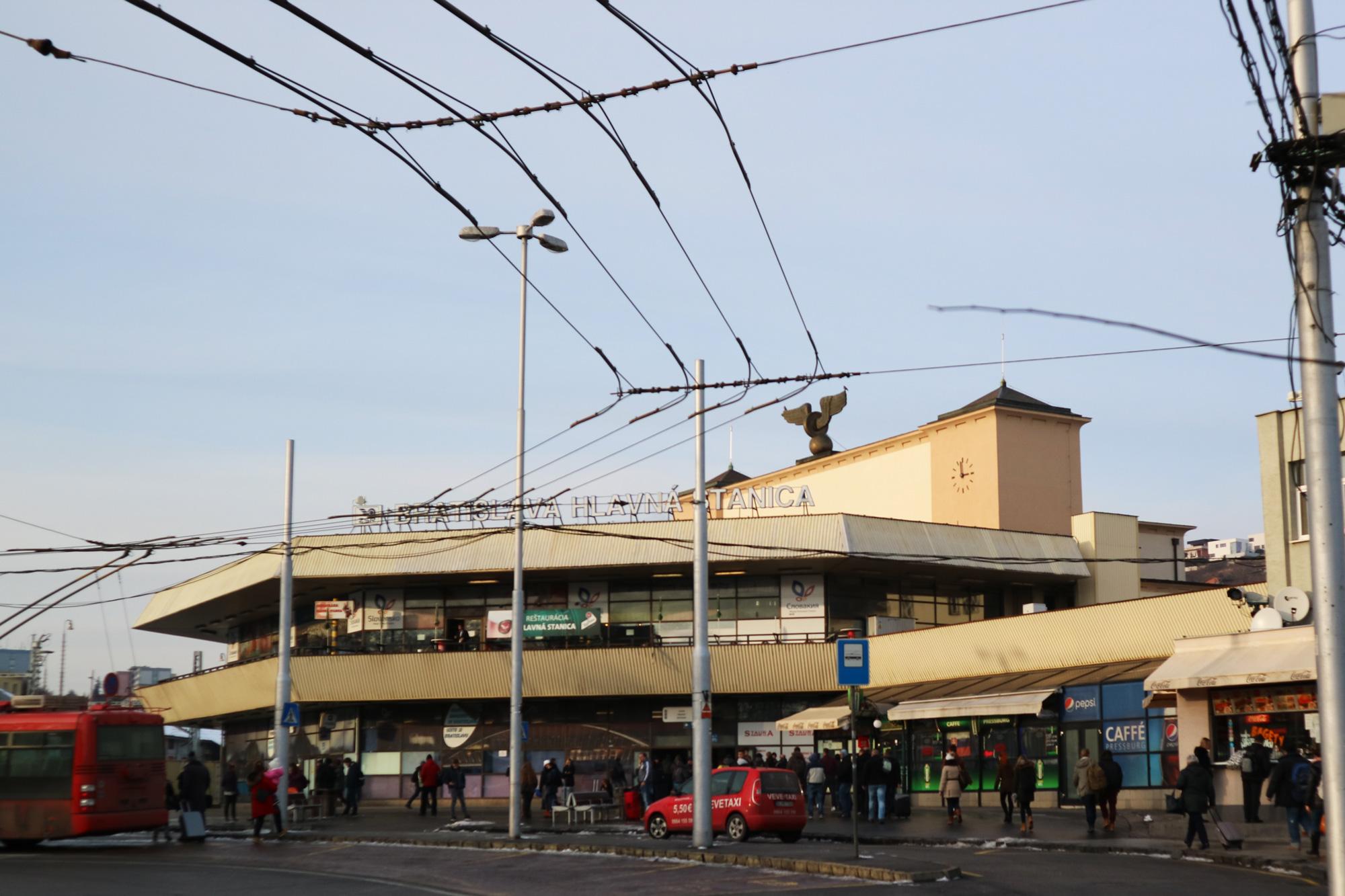 ブラチスラバ中央駅の前